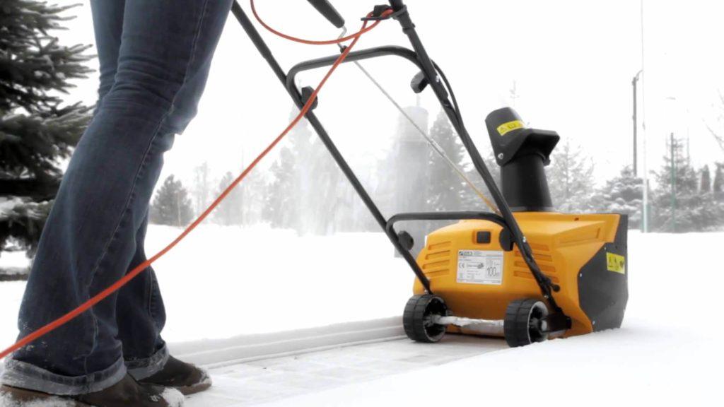 Рейтинг электрических снегоуборщиков по надежности